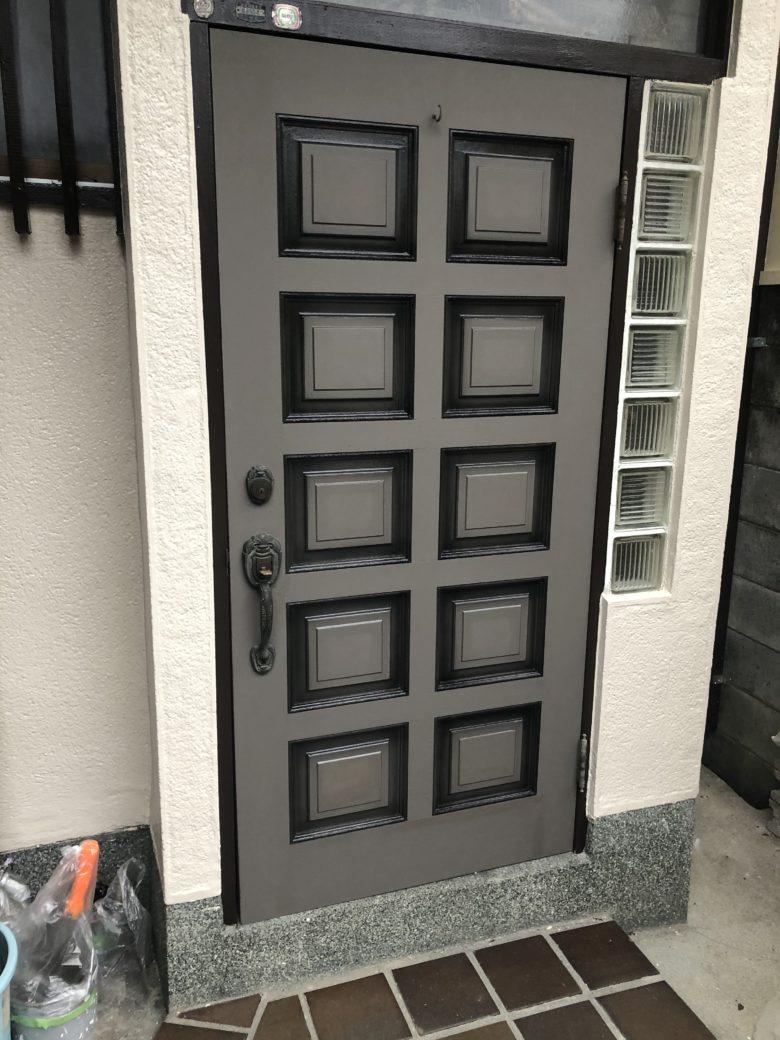 ↑玄関扉着色塗装完了